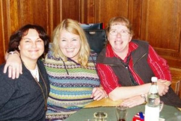 drei-ladys4FABAC1A-B0AA-4F70-3285-C980F04F9E29.jpg